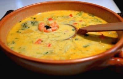 Soupe de crevettes Parumée et épicée à l'Asiatique